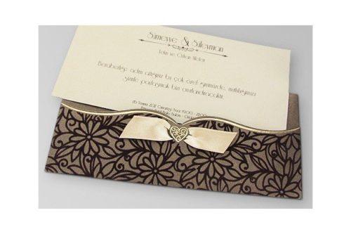 Luxe trouwkaart met bloemrijke decoratie