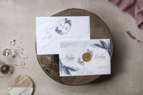 Klassieke trouwkaart met doorzichtige omslag en gouden zegel